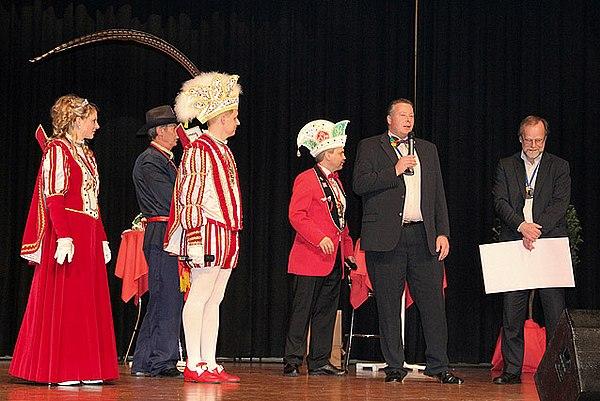Lohmarer Prinzenpaar Hartmut I. und Nicole I. mit Vizebürgermeister Guido Koch und Stadtwerke Lohmar Geschäftsführer Michael Hildebrand (Bild: Karl-Heinz Bayer)