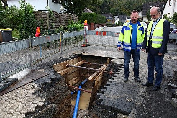 Fertigstellung der Trinkwasserleitung Broicher Straße/Donrath (Foto: Frank Kremer)