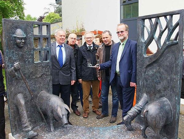 Von links: Gerd Streichardt, Vorsitzender des HGV Lohmar Paul Hoscheid, Dr. Johannes Bolten, Friedemann Sander (Künstler), Michael Hildebrand, Geschäftsführer der Stadtwerke Lohmar