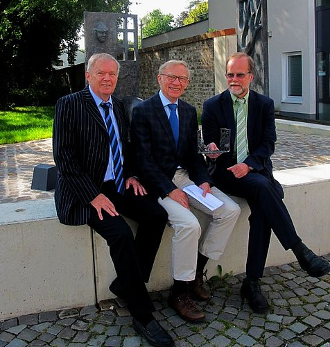 Von links: Gerd Streichardt - Vorsitzender des HGV Lohmar, Dr. Johannes Bolten, Michael Hildebrand - Geschäftsführer der Stadtwerke Lohmar